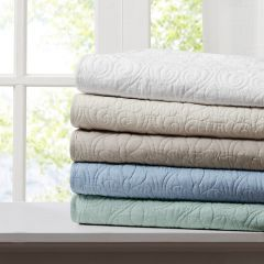 Classic Quilted Throw Blanket Seafoam
