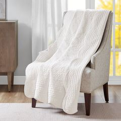 Scalloped Edge Quilted Throw Blanket