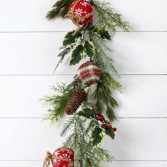 Evergreen Garland With Ornaments
