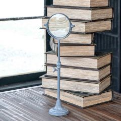 Standing Vintage Style Magnifying Glass