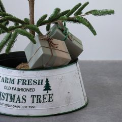 Old-Fashioned Christmas Tree Collar